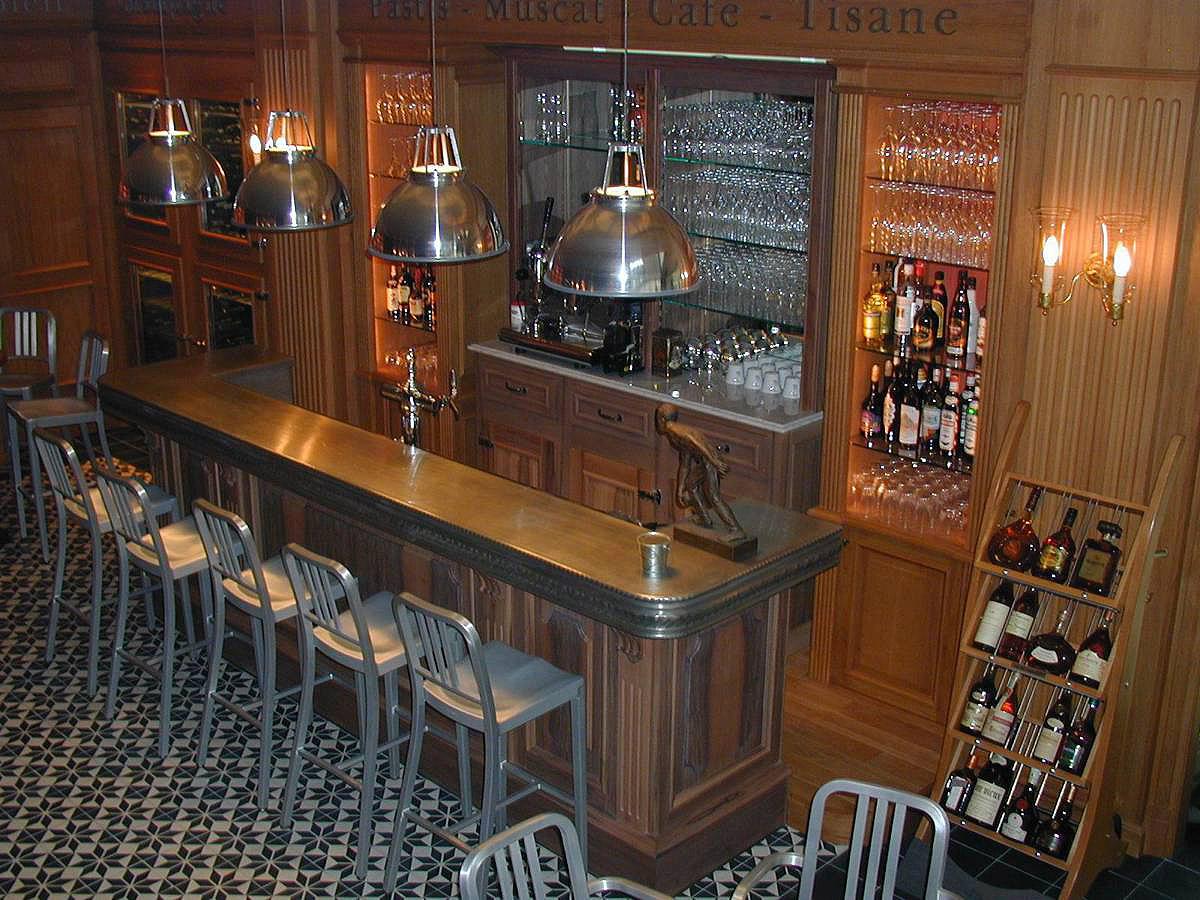 Comptoir bar réfrigéré façade en noyer piste en étain, caves à vins