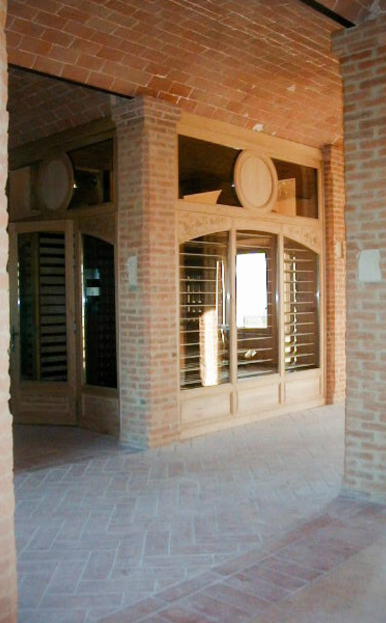 Monumental wine cellar, 3 glazed sides and oak interior
