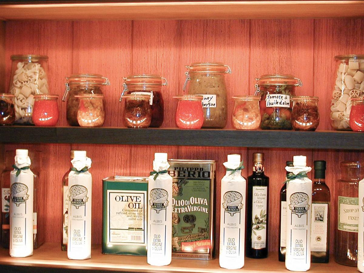 Illuminated shelves products presentation