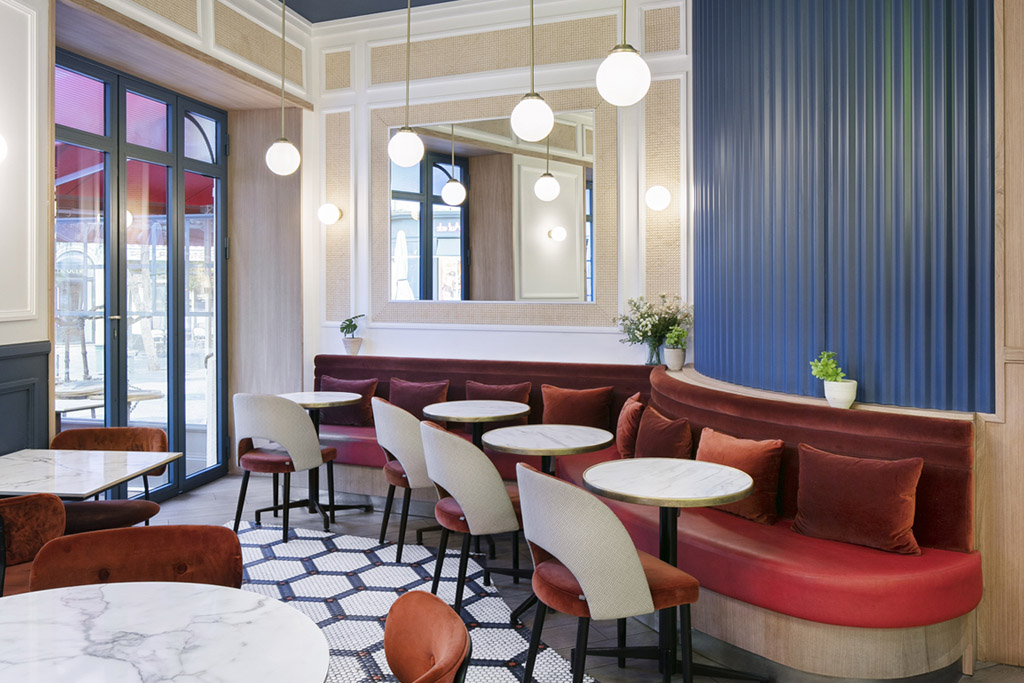 Wall panelling – benches – tables – seats covering – Photo credits: Studio 614