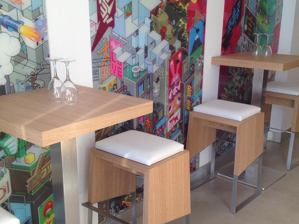 Mobilier tables tabourets banquettes sur mesure