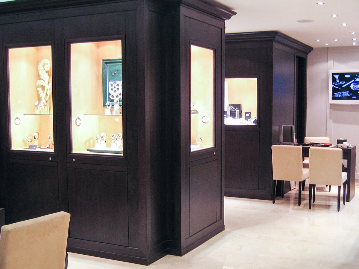 Jewelry store layout, ventilated windows