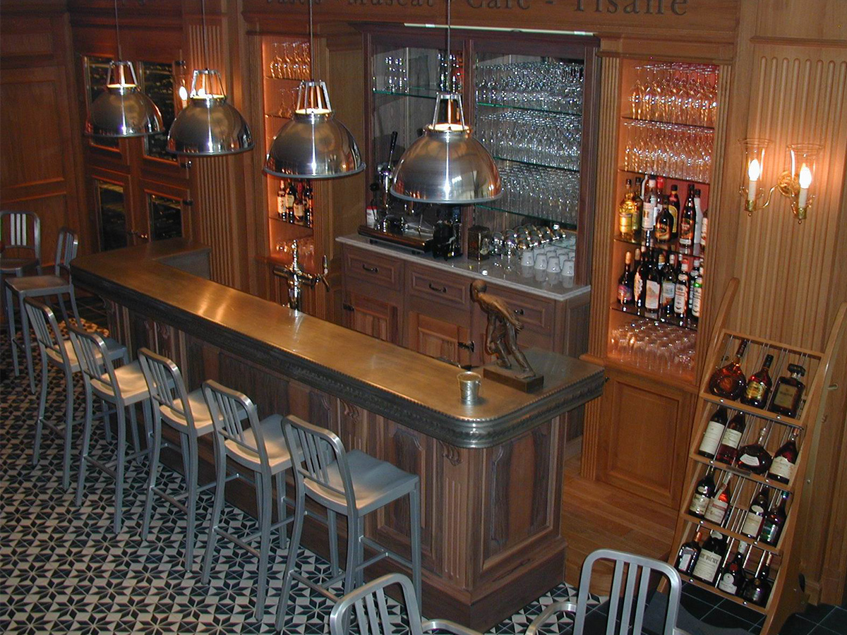 Refrigirated counter, walnut facade, tin track, wine cellars
