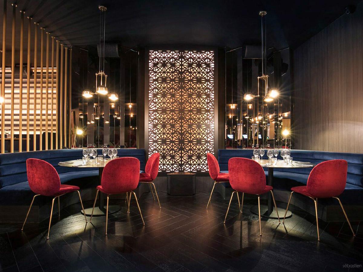 Comptoir bar, banquettes, dessertes, cabine DJ,  habillages muraux