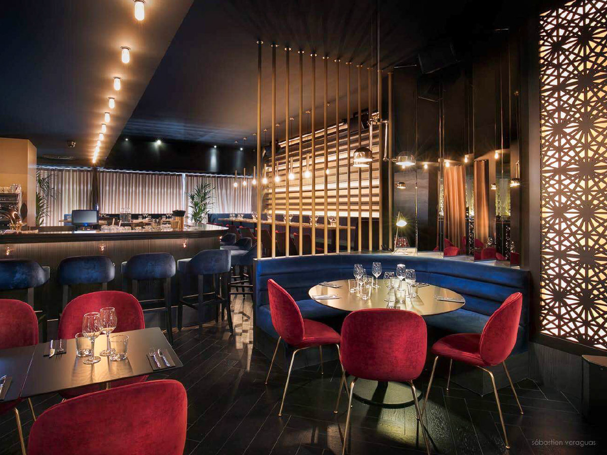 Bar, counter, seats, kitchen trolley, Dj booth, wall covering